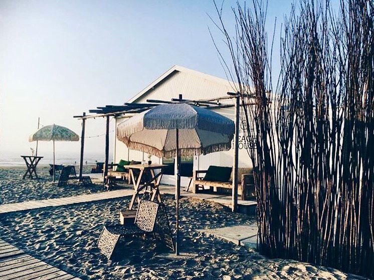 Der Außenbereich des Hippie Fish, Zandvoort