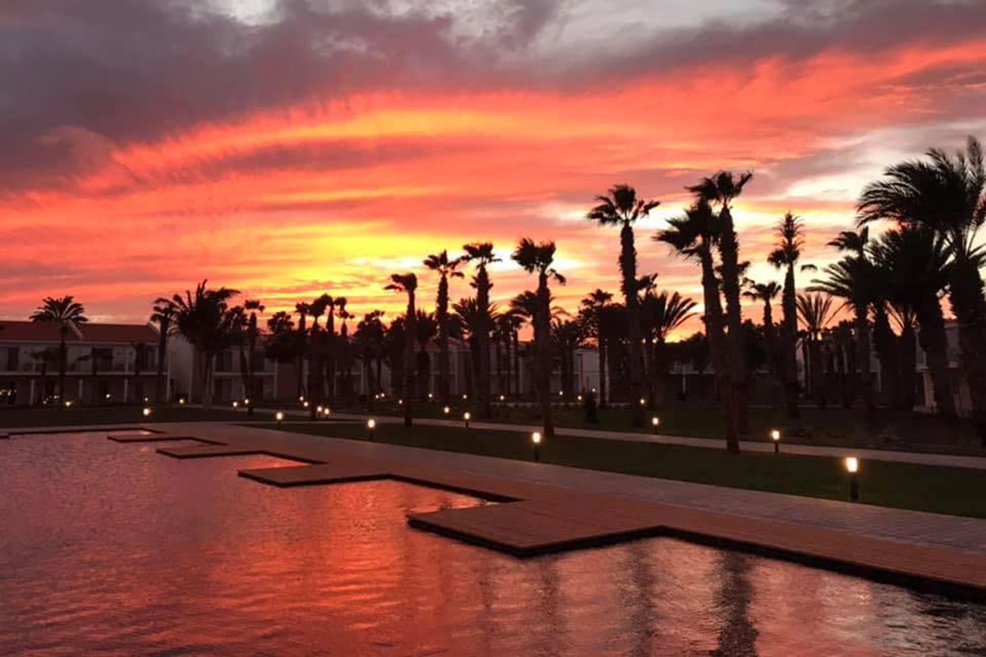 Sonnenuntergang über dem Pool des Robinson Club Cabo Verde